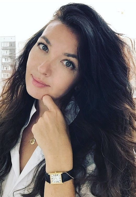 Алёна Неустроева